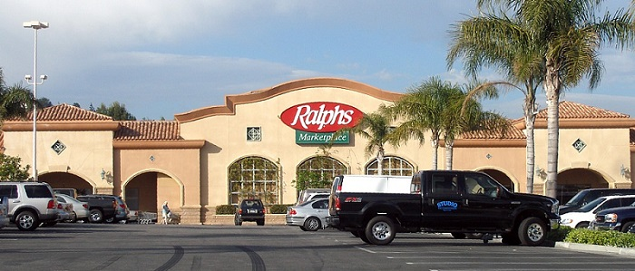 a large Ralph's grocery store