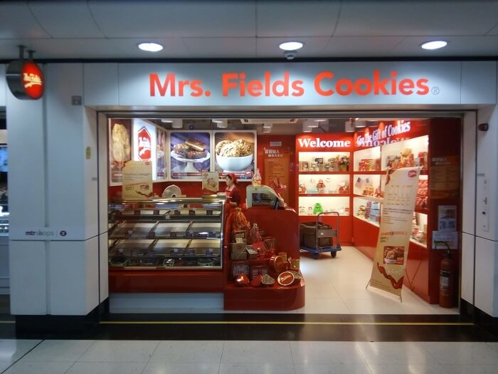 mrs fields cookies brick and mortar store